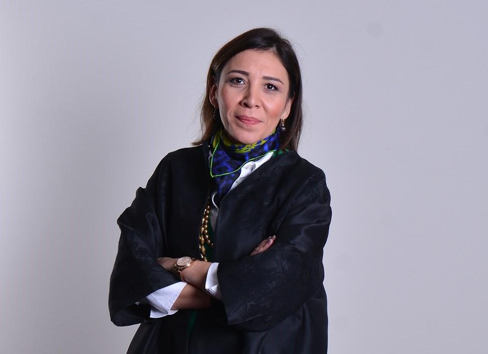 <p>Uludağ Tekstil İhracatçıları Birliği (UTİB) Yönetim Kurulu Başkanı Pınar Taşdelen Engin, 2020 yılı ihracat rakamlarını değerlendirdi. TİM rakamlarına göre geçtiğimiz Aralık Ayı'nda yakalanan tüm zamanların en yüksek aylık rakamlarının pandemi sürecinin zorluklarına rağmen Türkiye'nin geleceğine katkı koymak için çalışan ihracatçıların ve üreticilerin dirayetli ve dik duruşlarıyla sağlandığına vurgu yaptı.</p> <p></p> <p>UTİB Yönetim Kurulu Pınar Taşdelen Engin, Türkiye İhracatçılar Meclisi (TİM) rakamlarına göre 2020 Aralık ayında ihracat yıllık %16 artışla 17,84 milyar dolar ile tüm zamanların en yüksek aylık rakamı olurken, 2020 yılında ihracatı 169,5 milyar dolar olarak gerçekleştiğini hatırlattı.</p> <p></p> <p>2020 yılında yaşanan tüm zorluklara rağmen yakalanan ihracat rakamlarının sevindirici olduğunu belirten Pınar Taşdelen Engin, Türk ihracatçı ve üreticilerinin pandemi ile birlikte oluşan yenidünya düzenine hızlı adapte olmasının bu başarıdaki etkisine vurgu yaptı.</p> <p></p> <p>Türkiye'nin 2020 yılına hızlı bir büyüme hedefi ile başlandığını fakat dünyayı etkisi altına pandemi ile tüm dünya ekonomilerinde gidişat ve hedeflerin değiştiğini belirten Pınar Taşdelen Engin, Nisan ve mayıs aylarındaki kısıtlamalar ile iktisadi ve sosyal faaliyetlerde ikinci çeyrekte sert bir daralma yaşandı. Ekonomi yüzde 9,9 daraldı. Hükümet ve devlet üreticiye ve çalışan destek vermek amacıyla art arda paketler açıkladı. Tüm bu gelişmeler ve olumsuzlukların yanında sanayi üretim endeksinin yükselmesi, sanayicinin üretimden vazgeçmediğini gösterdi. 2020 yılının Eylül ayında 16 milyar 13 milyon dolar ihracat ile Cumhuriyet tarihinin en yüksek Eylül ayı ihracat rakamı yakalandı. Aynı zamanda aylık bazda 2020 yılının en yüksek ihracat rakamına ulaşıldı. 2020 yılı ihracatımız 169,5 milyar dolara ulaştı. Bu rakamlar ihracatçı ve sanayi olarak hepimizi sevindirdi dedi.</p> <p></p> <p><strong>Dünya trendlerini yakından takip etmek elzem oldu</strong></p> <p></p> <p>Pınar Taşdelen