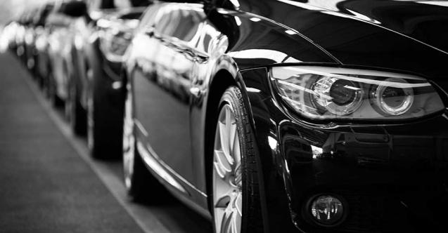 <p>Araç sahiplerinin beklediği haber geldi. Yeni yılda ödenecek motorlu kara taşıtları vergileri açıklandı. 1-3 yaş aralığında olan otomobillerin 2021 yılındaki motorlu taşıtlar vergisi motor silindir hacmi 1300 cc ve aşağısında olanlar için 964 liradan 1051 liraya çıkacak.</p> <p></p> <p>2021'de uygulanacak motorlu taşıt vergilerine (MTV) ilişkin tutarlar açıklandı.<br />Hazine ve Maliye Bakanlığı Gelir İdaresi Başkanlığının Resmi Gazete'de yayımlanan Vergi Usul Kanunu Genel Tebliği ile yeniden değerleme oranı 2020 için yüzde 9,11 olarak tespit edildi. Bu oran, 2020 yılına ait son geçici vergi dönemi için de uygulanacak.</p> <p></p> <p>1-3 yaş aralığında olan otomobillerin 2021 yılındaki motorlu taşıtlar vergisi motor silindir hacmi 1300 cc ve aşağısında olanlar için 964 liradan 1051 liraya çıkacak.<br />Aynı yaşta motor silindir hacmi 1301 - 1600 cc arasında olan otomobiller için MTV, 1678 liradan 1830 liraya, 1601 - 1800 cc arasında olanlar için 2 bin 964 liradan 3 bin 234 liraya, 1801 - 2000 cc arasında olanlar için 4 bin 670 liradan 5 bin 95 liraya ve 2001 - 2500 cc arasında olanlar için ise 7 bin 3 liradan 7 bin 640 liraya yükselecek.</p> <p></p> <p><strong>En düşük ve en yüksek vergiler</strong></p> <p></p> <p>Açıklanan tebliğe göre motor hacmi 1300 cm3 ve aşağısı olan araçlarda en düşük vergi 109 lira, en yüksek ise 1261 lira olarak uygulanacak. Hacmi 1301 ile 1600 cm3 arasında olan araçlar için ise en düşük vergi 216 lira, en yüksek ise 2 bin 197 lira olacak.</p> <p></p> <p>1601 ile 1800 cm3 hacmi olan araçlarda vergi 387 lira ile 3 bin 881 lira arasında değişecek. MTV 2021 ödemelerinin ilk taksiti Ocak ayında, ikinci taksiti ise Temmuz ayında yapılacak.</p>