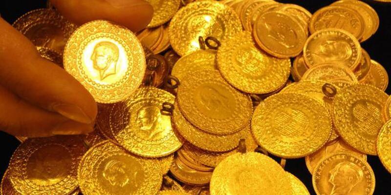 <p>Serbest piyasada 24 ayar külçe altının gram satış fiyatı 446 lira oldu.<br /><br /></p> <p>İstanbul Kapalıçarşı'da 445,80 liradan alınan 24 Ayar Külçe Altın (Gr.) 446 liradan, 2 bin 938 liradan alınan Cumhuriyet Ata Lira 2 bin 959 liradan, 406,50 liradan alınan 22 Ayar Bilezik (Gr.) 410,50 liradan, 2 bin 871 liradan alınan Lira (Tam) Ziynet 2 bin 891 liradan, bin 435 liradan alınan Yarım Ziynet bin 445 liradan ve 718 liradan alınan Çeyrek Ziynet 723 liradan satıldı.</p>