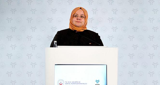"""<p>Aile ve Çalışma Bakanı Zehra Zümrüt Selçuk, aralık ayı işsizlik ve kısa çalışma ödeneği ödemelerinin 5 Ocak'ta hesaplara yatırılacağını açıkladı.</p> <p></p> <p>Aile, Çalışma ve Sosyal Hizmetler Bakanı Zehra Zümrüt Selçuk, aralık ayına ilişkin işsizlik ve kısa çalışma ödemelerinin 5 Ocak'ta hesaplara yatırılacağını duyurdu. Bakan Selçuk, 23 Aralık tarihinde Resmi Gazete'de yayımlanan karar ile korona virüs nedeniyle zorlayıcı sebep kaynaklı kısa çalışma uygulaması kapsamında 1 Aralık 2020 tarihi itibarıyla tekrar başlayan yeni başvuruların son başvuru tarihinin 31 Ocak 2021'e kadar uzatıldığını hatırlattı. Ödemelerin banka hesaplarına yatırılacağını, IBAN bilgileri bulunmayan vatandaşlara da PTT üzerinden ödeme yapılacağını hatırlatan Selçuk, """"İşsizlik ve kısa çalışma ödeneği ödemeleri 5 Ocak 2021 tarihinde hesaplara yatıracağız"""" açıklamasını yaptı.</p>"""