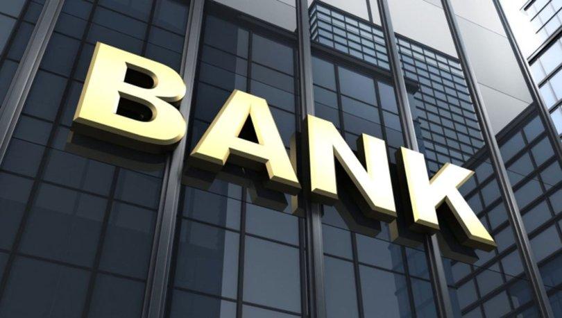 <p>Bankacılık Düzenleme ve Denetleme Kurumu(BDDK), bankacılık sektörünün Ocak-Kasım dönemi verilerine göre, bankaların net kârı 57,3 milyar liraya ulaştı.Yılın ilk 10 ayında sektörü kârı 50 milyar TL olarak açıklanmıştı.</p> <p></p> <p>Türk Bankacılık Sektörünün aktif büyüklüğü 6 trilyon 122 milyar 563 milyon TL'ye ulaştı. Bu rakamlar aktif toplamında 2019 yılsonuna göre 1 trilyon 631 milyar 745 milyon TL'lik yani yüzde 36,3 artış anlamına geliyor.En büyük aktif kalemi olan krediler 3 trilyon 626 milyar 233 milyon TL'ye ulaşırken kredilerdeki büyüme oranı ise 2019 yılı sonuna göre yüzde 36,5 oldu. Menkul değerler toplamı ise 1 trilyon 43 milyar 933 milyon TL olurken bu kalemdeki artış ise yüzde 58 olarak gerçekleşti.</p> <p></p> <p><strong>Kredilerin takibe dönüşüm oranı yüzde 3,97</strong></p> <p></p> <p>Bankaların sermaye yeterliliği standart oranı ise yüzde 19,38 seviyesinde oldu. Bu dönemde kredilerin takibe dönüşüm oranı yüzde 3,97 olarak açıklandı.<br /> </p> <p>Bankaların kaynakları içinde, en büyük fon kaynağı durumunda olan mevduat 2019 yılsonuna göre yüzde 35,5 artışla 3 trilyon 479 milyar 259 milyon TL'ye ulaştı.2019 yılsonuna göre özkaynak toplamı yüzde 19,5 artışla 587 milyar 980 milyon TL olurken, Kasım 2020 döneminde sektörün dönem net kârı 57 milyar 305 milyon TL oldu.</p> <p></p> <p>Kaynak: dunya.com</p>