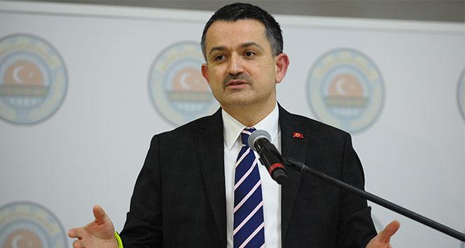 """<p>Tarım ve Orman Bakanı Bekir Pakdemirli, tam kapasite elektrik üretimine başlayan Türkiye'nin en büyük 4. hidroelektrik santrali Ilısu Prof. Dr. Veysel Eroğlu Barajı'nın ülke ekonomisine yıllık 2,8 milyar liralık katkı sağlayacağını söyledi.</p> <p></p> <p>Sınıfında dünyanın en büyük gövdesine sahip ve ülkenin 4. büyük hidroelektrik santrali olan Ilısu Prof. Dr. Veysel Eroğlu Barajı ve HES'te ilk türbinin 19 Mayıs tarihinde Cumhurbaşkanı Recep Tayyip Erdoğan'ın video konferans yolu ile iştirak ettiği törenle devreye alındığını belirten Bakan Pakdemirli, """"İlk etapta bu törenle 200 MW kurulu gücündeki türbin üretime başladı"""" dedi.</p> <p></p> <p>23 Aralık tarihi itibarı ile barajda 6 ünitenin tamamının devreye alınarak, tesisin tam kapasite ile enerji üretimine başladığını vurgulayan Bakan Pakdemirli, bugün itibarı ile barajdan 2 milyar kilowatt saat enerji üretilerek ülke ekonomisine 7 ayda yaklaşık 1 milyar 400 milyon TL katkı sağlandığını açıkladı.<br /><br /></p> <p><strong>Yıllık 2.8 milyar liralık enerji üretimi</strong></p> <p></p> <p>6 ünitenin tamamının devreye alınmasıyla birlikte bundan sonraki süreçte barajın ülke ekonomisine yılda 2.8 milyar TL katkı sağlayacağının altını çizen Pakdemirli, """"Toplam kurulu gücü 1200 MW olan 6 adet santral ile yılda ortalama 4.120 GWh enerji üretimi gerçekleştirilecek. Proje üreteceği yeşil enerji ile daha temiz ve yaşanabilir bir geleceğe katkı sağlayacak. Bu büyük enerji üretiminin yanı sıra Ilısu Barajı'nda regüle edilen ve daha sonra inşa edilmesi hedeflenen Cizre Barajı'na bırakılan sularla Nusaybin, Cizre, İdil, Silopi ovalarında toplam 765 bin dekar alanın modern teknikler ile sulanması ve yılda 1 milyar 168 milyon KWh enerji üretilmesi mümkün olabilecek. Cizre Barajı tamamlandığında yıllık 1 milyar TL ilave gelir artışı sağlanacak"""" ifadelerini kullandı.<br />Temelden yüksekliği 135 metre, maksimum göl hacmi 10,625 milyar metreküp olan Ilısu Barajı, 24 milyon metreküp gövde hacmi ile Atatürk Barajı'ndan sonra ülkeni"""