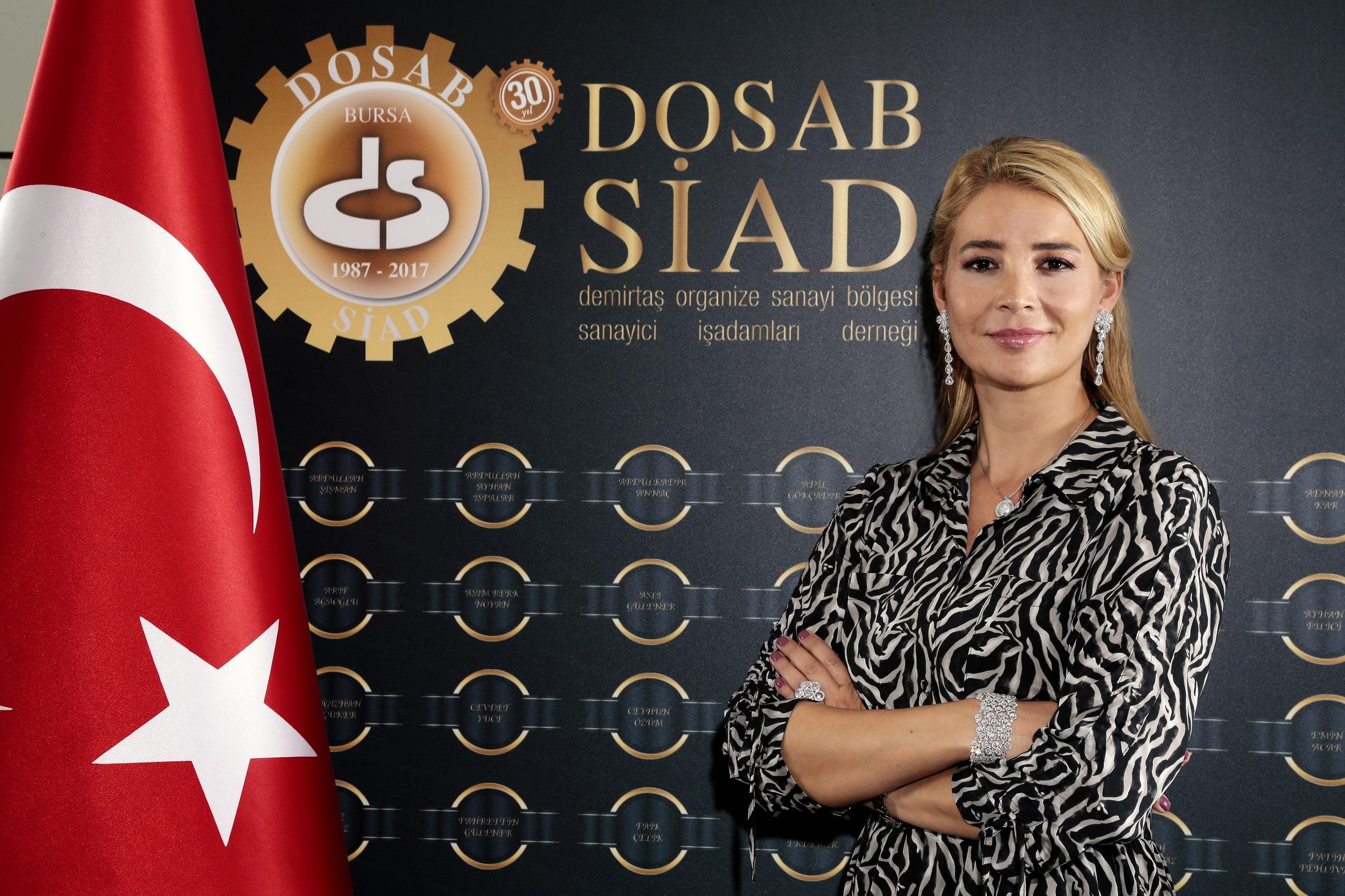 <p>2020 yılı ihracat rakamlarını değerlendiren Demirtaş Organize Sanayi Bölgesi Sanayi ve İş İnsanları Derneği (DOSABSİAD) Başkanı Nilüfer Çevikel, ihracatta yakalanan rakamların sevindirici olduğunu söylerken, ülke olarak yerli ve katma değerli üretime ağırlık verilmesi, inovatif yatırımların desteklenmesinin gerektiğinin altını çizdi.</p> <p></p> <p>Türkiye İhracatçılar Meclisi rakamlarına göre 2020 Aralık ayında ihracat yıllık %16 artışla 17,84 milyar dolar ile tüm zamanların en yüksek aylık rakamı olurken, 2020 yılında ihracatı 169,5 milyar dolar olarak gerçekleşti. Pandemi gölgesi altında geçen 2020 yılında gerçekleştirilen ihracat rakamlarını değerlendiren Demirtaş Organize Sanayi Bölgesi Sanayi ve İş İnsanları Derneği (DOSABSİAD) Başkanı Nilüfer Çevikel, Ticaret Bakanı Ruhsar Pekcan'ın açıkladığı 2020 yılı ihracatta rekorla kapatmaktan dolayı mutluluğunu dile getirdi.</p> <p></p> <p>Ülke olarak 2019 yılında uygulanan dengeleme politikalarının etkileri ile 2020 yılına hızlı bir büyüme hedefi ile başlandığını fakat dünyayı etkisi altına alan Covid 19 pandemisi ile tüm beklentiler bir anda şekil değiştirdiğini hatırlatan Başkan Çevikel, Nisan ve mayıs aylarındaki kapatmalar ile iktisadi ve sosyal faaliyetlerde ikinci çeyrekte sert bir daralma yaşandı. Ekonomi yüzde 9,9 daraldı. Destek paketleri ardı ardına geldi. Tüm bu olumsuzlukların yanında sanayi üretim endeksinin yükselmesi, sanayicinin üretimden vazgeçmediğini gösterdi. 2020 yılının Eylül ayında 16 milyar 13 milyon dolar ihracat ile Cumhuriyet tarihinin en yüksek eylül ayı ihracat rakamı yakalandı. Aynı zamanda aylık bazda 2020 yılının en yüksek ihracat rakamına ulaşıldı. 2020 yılı ihracatımız 25 Aralık itibarıyla 166 milyar doları geçerek program hedefi olan 165,9 milyar doları aşmıştı. Bu rakamlar ihracatçı ve sanayi olarak hepimizi sevindirdi açıklamasında bulundu.</p> <p></p> <p><strong>Üretmekten Vazgeçmedik</strong></p> <p></p> <p>Yıllık ihracat rakamlarının da ülke adına gurur verici olduğunu ifade 